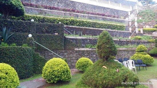 Abad Copper Castle Hill Valley Resort: Garden view