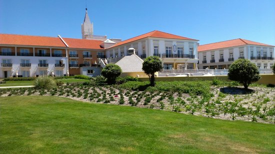 Praia D'El Rey Marriott Golf & Beach Resort: Hotel - view from the garden