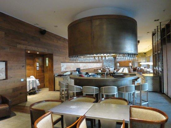 Radisson Hotel Puerto Varas: lobby & restaurant