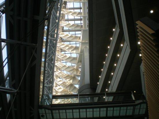 Tokyo International Forum: visão interna