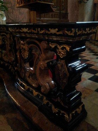 Santuario della Beata Vergine di Tirano: balaustra