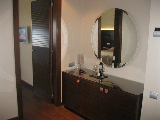 Hotel Astoria: Hallway from door to bedroom