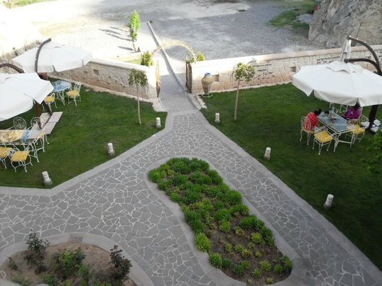 Tafoni Houses : Grounds