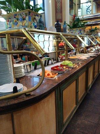 Hilton Los Angeles/Universal City: Desayuno bufete