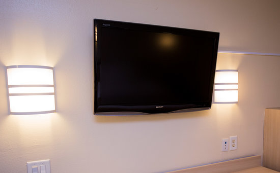 "Travelodge Inn & Suites Grovetown Augusta Area : Sharp Aquos 37"" Television"