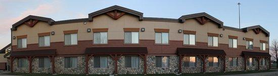 C'mon Inn - Fargo: Hotel Exterior