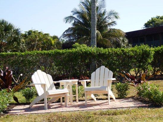 West Wind Inn: New seats in the garden
