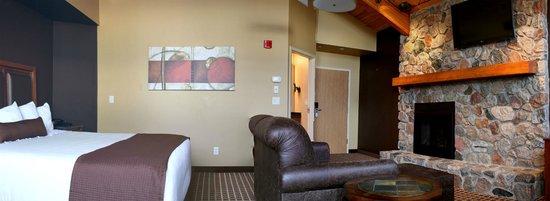 C'mon Inn - Fargo: Fireplace Suite
