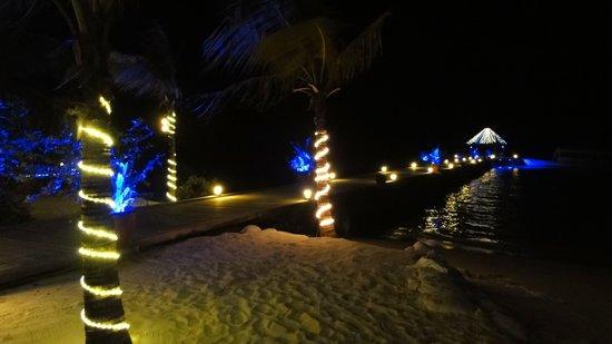 Komandoo Maldives Island Resort: Weihnacht - Silvester wunderschön beleuchtet