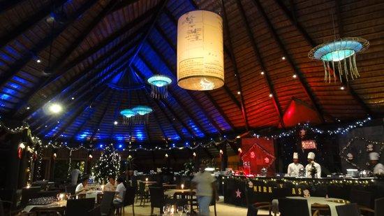 Komandoo Maldives Island Resort: Hauptrestaurant
