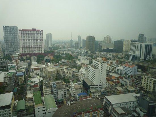 Chang Park Resort & Spa: Вид Бангкока из окна отеля