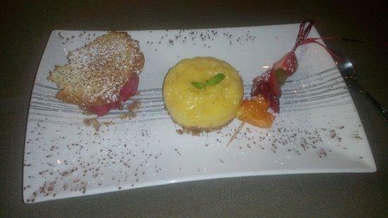 Auberge du Vieux Village: Tarte citron sorbet framboise et petite tuile