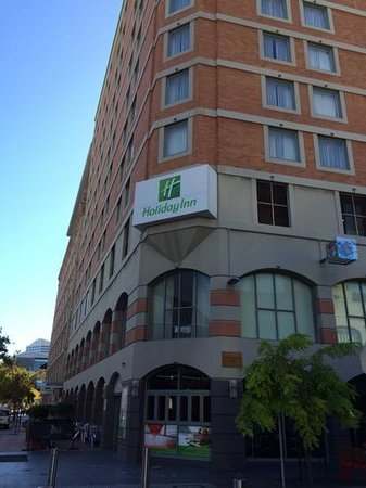 Holiday Inn Darling Harbour: View from the outside