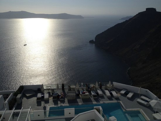 Belvedere Santorini : View over looking the pool