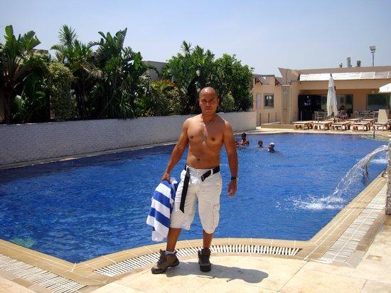Radisson Blu Hotel, Cairo Heliopolis: Good  Pool to keep me fit.