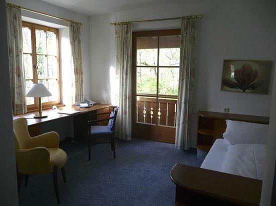 Kur-und Vitalhotel Wiedemann: Spacious single room with balcony