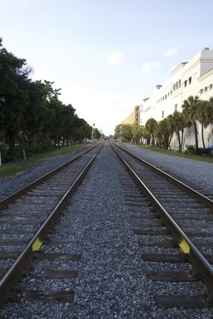 Las Olas Riverfront: train track that splits both sides of the riverfront
