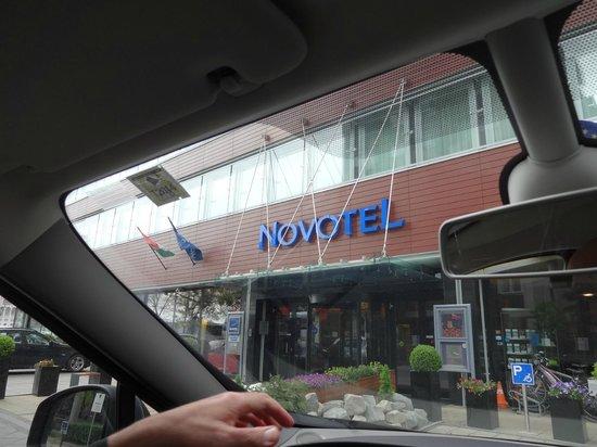 Novotel Budapest Danube: Vista externa a entrada