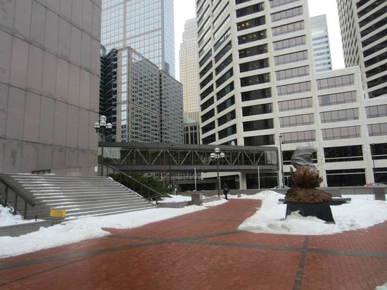 Minneapolis Skyway System: Skyway from Government Plaza to the Pillsbury Center (in January)