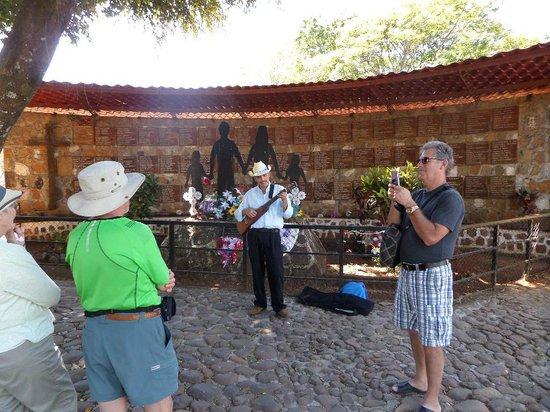 Suchitoto Adventure Outfitters: El Mosote massacre memorial site, Perkin