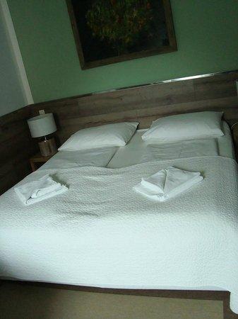 Berglandhotel Salzburg: Big and comfortable bed