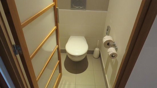 Novotel Budapest Danube: Vaso sanitário separado