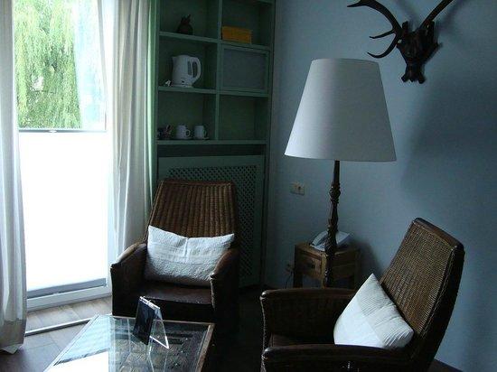 Berglandhotel Salzburg : Seating area in the room No. 206