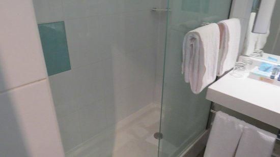Novotel Budapest Danube: Banheiro
