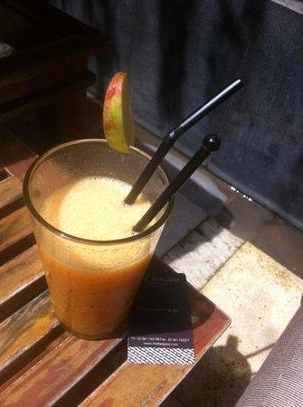 Mozzarella at The Magani Hotel: Pool side drinks from Mozzarella (while staying at The Magani Hotel)