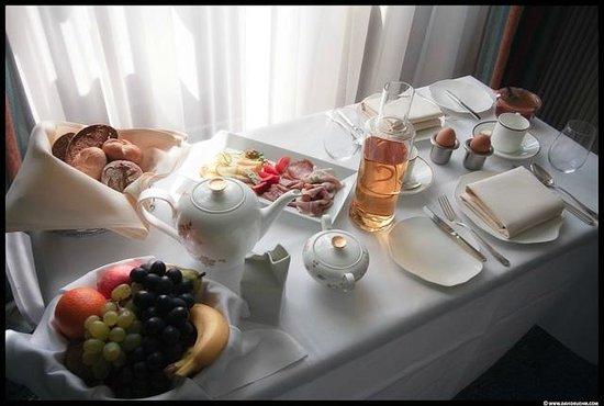 Mörwald Hotel Schloss Grafenegg: Frühstück am Bett