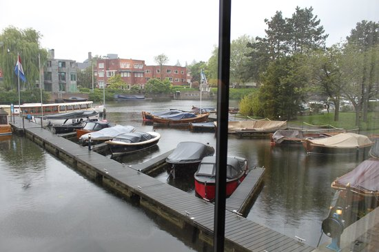 Hilton Amsterdam: View of canal from Hotel lobby