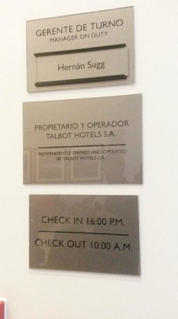 Holiday Inn Santiago Airport: Check in / out time - fique atento