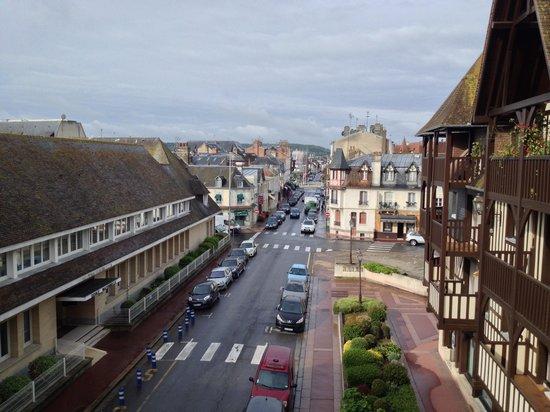 Mercure Deauville Centre : Вид с балкона в сторону цетра Довиля