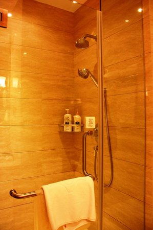 Huachen International Hotel: Hot shower - powerful
