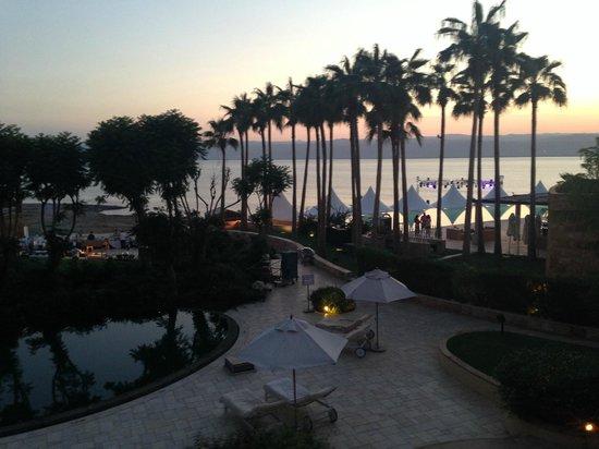 Kempinski Hotel Ishtar Dead Sea: end of the day