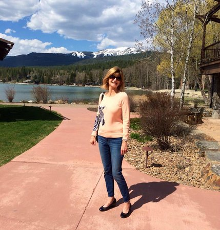 Lodge at Whitefish Lake : View of grounds at day time