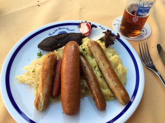 Brauerei Schumacher: Sausages, sauerkraut, mashed potatoes and altbier. Yum.