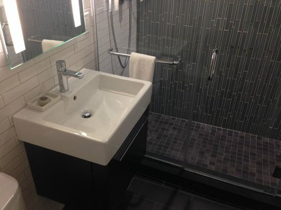 The Tuscany - A St Giles Boutique Hotel : Bathroom