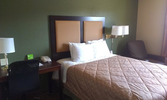 Extended Stay America - Chicago - Vernon Hills - Lake Forest: The Bed