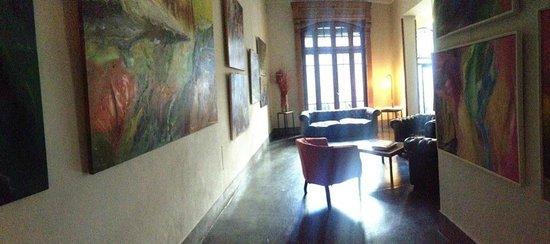 A Hotel  Art Gallery : Hall / Galeria de Arte