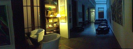 A Hotel  Art Gallery : Biblioteca / Acesso a computadores