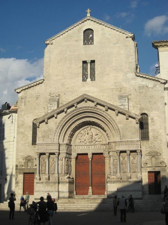 Eglise St-Trophime: insieme della facciata