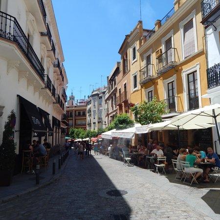 Hotel Casa 1800 Sevilla: Just outside hotel