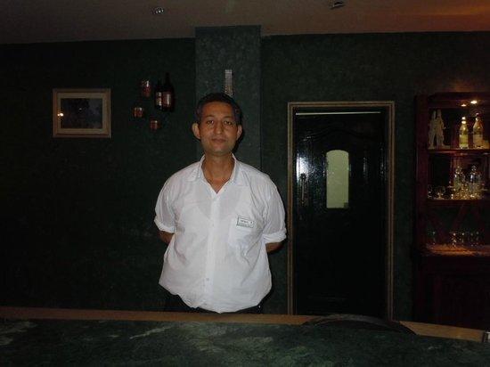 Brayka Bay Reef Resort: Самый приветливый бармен в Брайке
