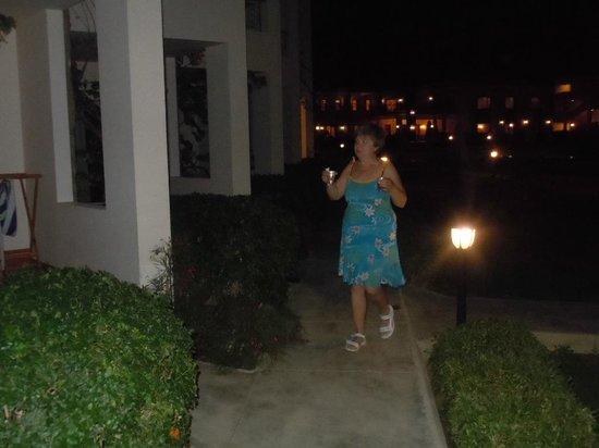 Brayka Bay Reef Resort: Отличное настроение по вечерам