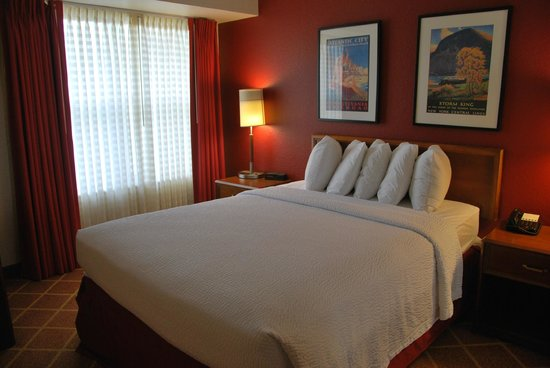 Residence Inn Richmond Northwest/Short Pump: one of the bedrooms