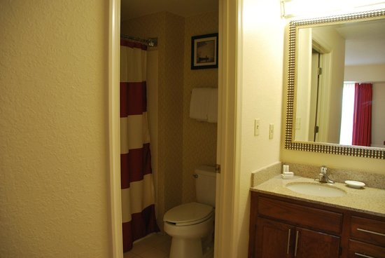 Residence Inn Richmond Northwest/Short Pump: one of the bathrooms