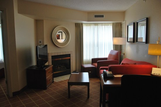 Residence Inn Richmond Northwest/Short Pump: living area