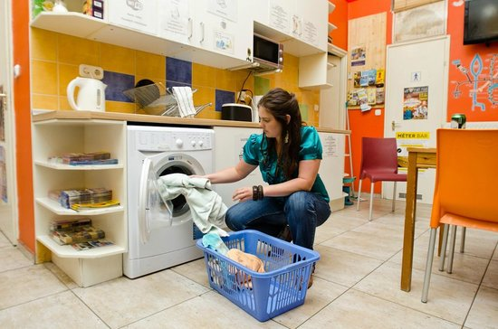 Colors Hostel: Yes, we can wash your clothes!