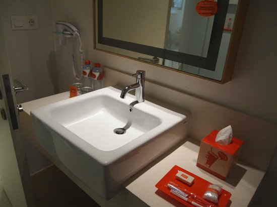 HARRIS Hotel Kuta : Basin